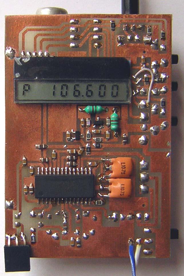 Контроллер по шине i2c говорит тюнеру на какую частоту